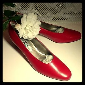 NIB Ros Hommerson Vintage Red Leather Pumps, 11